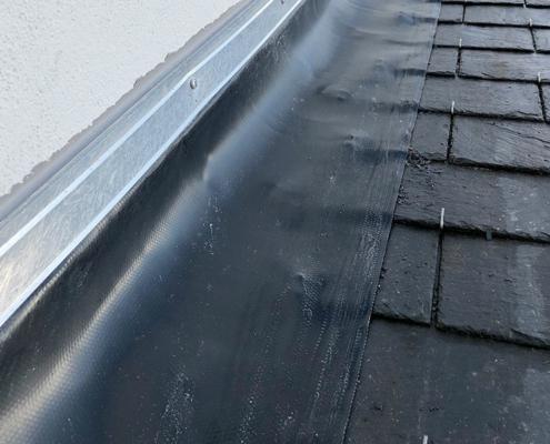 Dépannage couverture, toiture, fuites à Nantes - Le Petit Artisan du Coin - Bande solin Wakaflex pour étanchéité