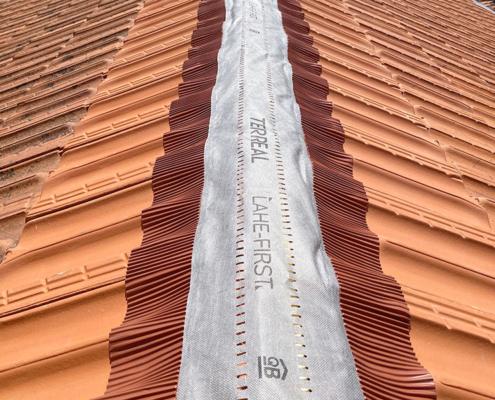 Réparation fuites de toit à Nantes - Le Petit Artisan du Coin - Remplacement faîtage