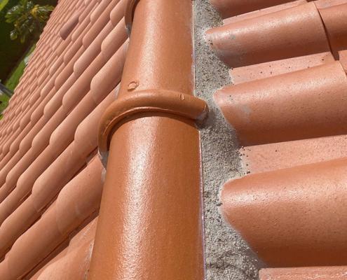 Réparation fuites de toit à Nantes - Le Petit Artisan du Coin - Remplacement faîtage - couvreur à Saint Sébastien sur Loire